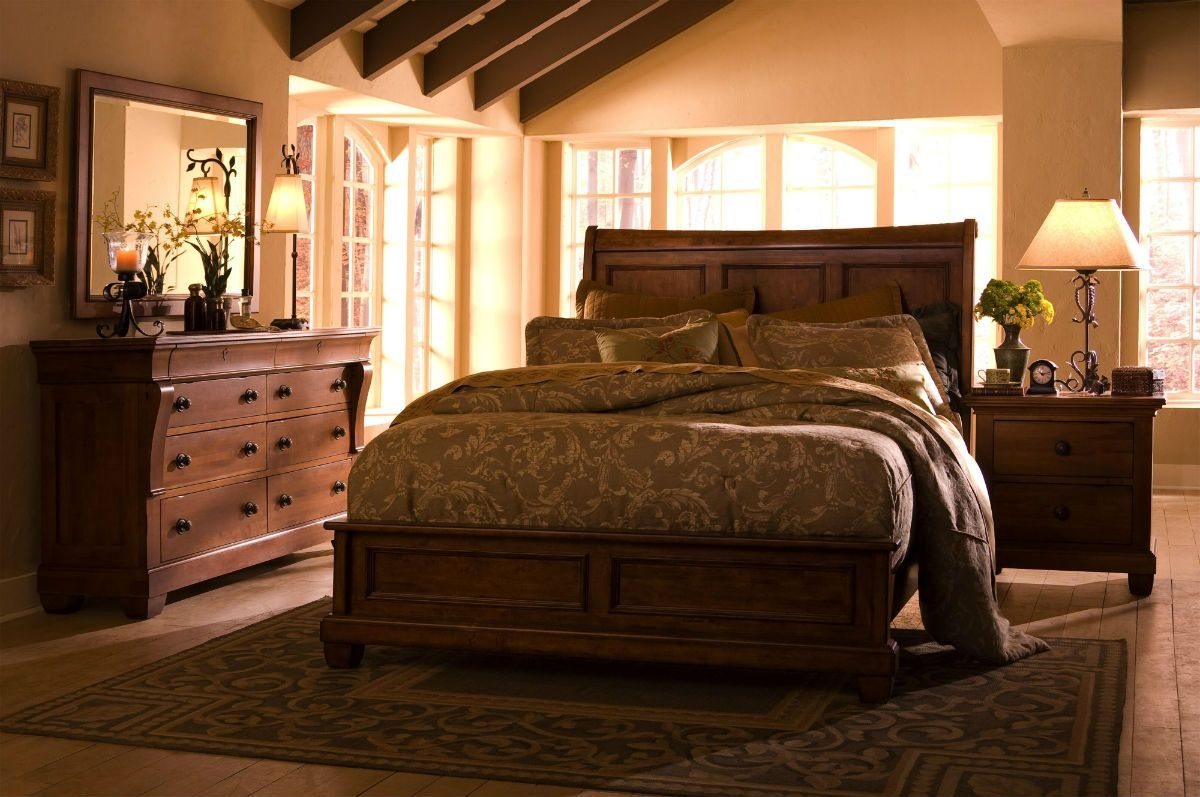Five reasons why solid wood makes the best bedroom sets.