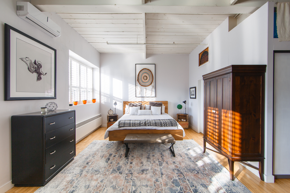 Should You Buy a Matching or Diverse Bedroom Set?
